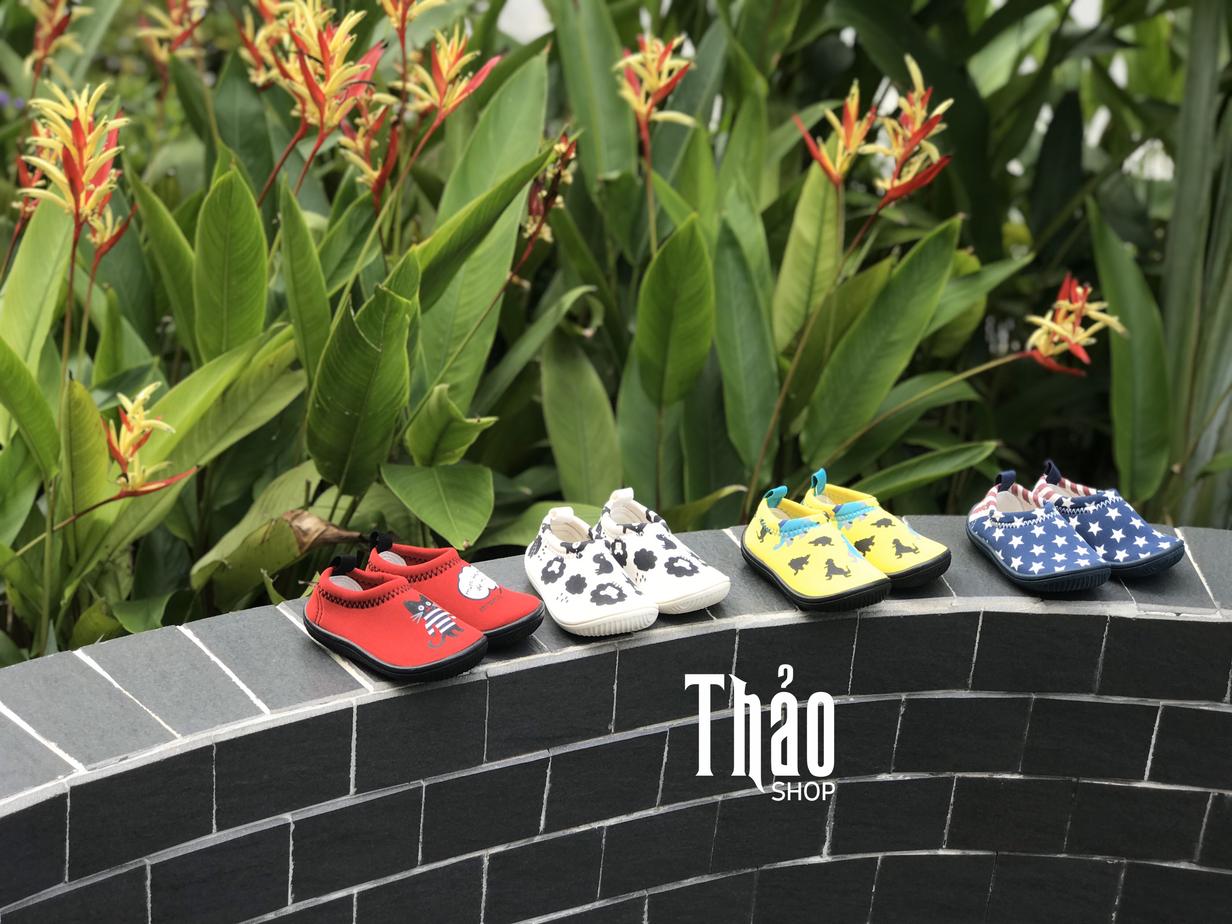 Lựa chọn chất liệu giày dép trẻ em mềm mại