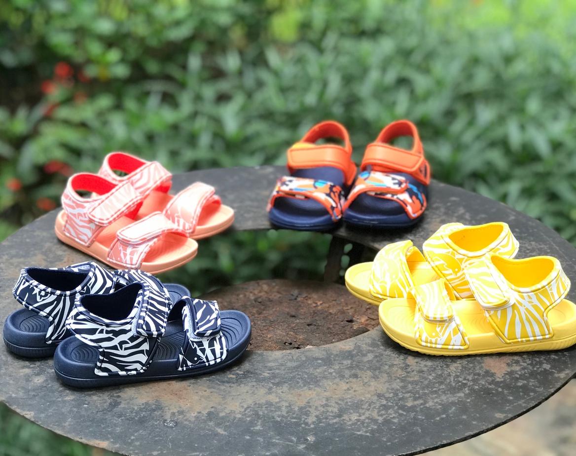 Mẹo hay giúp mẹ lựa chọn sandal cho bé gái