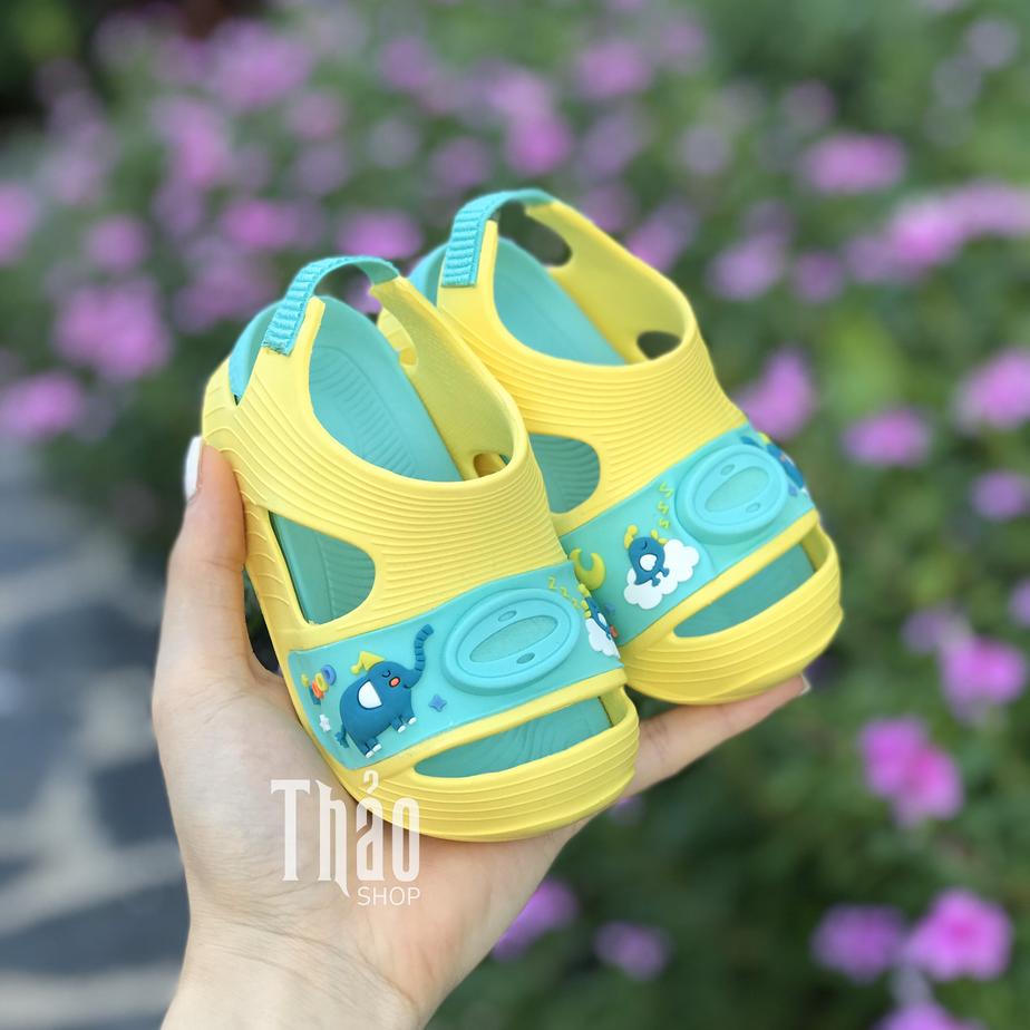 Chọn màu sắc và họa tiết sandal