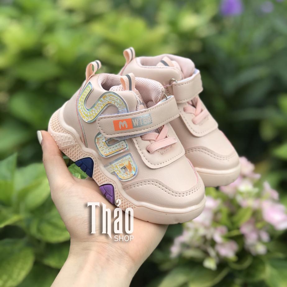 Màu sắc và họa tiết giày thể thao dành cho bé gái