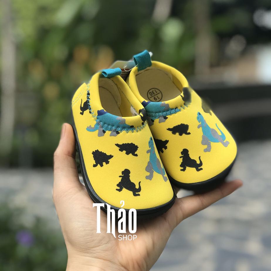 Mẹ nên lựa chọn các mẫu giày lười mũi tròn cho bé