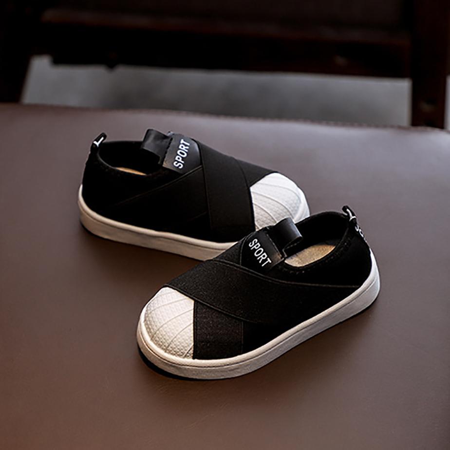 Các mẫu giày dép dành cho bé trai đa dạng về mẫu mã, kiểu dáng