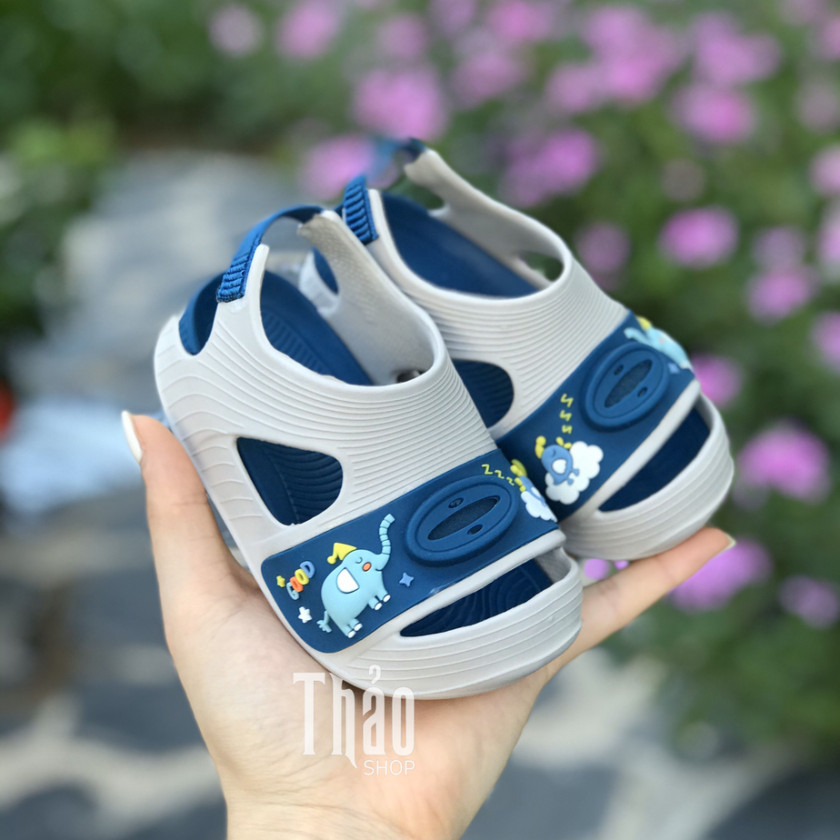Sandal tiện lợi cho bé